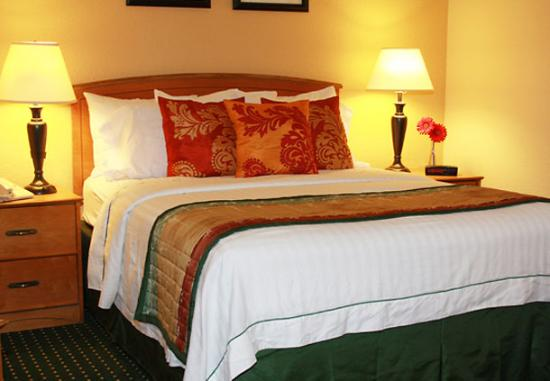 TownePlace Suites Anaheim Maingate Near Angel Stadium: Comfortable beds