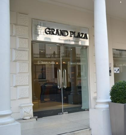 Grand Plaza Serviced Apartments: hotel entrance