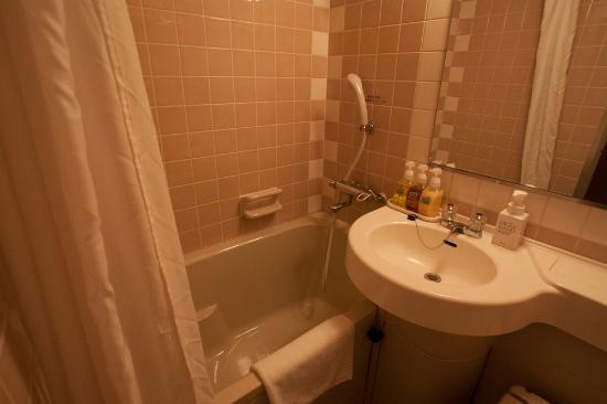 Hotel Wing International Shin-Osaka: バスルーム