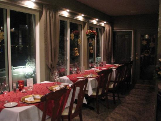 A Vista Villa Couples Retreat: Dining Terrace decked out for Christmas