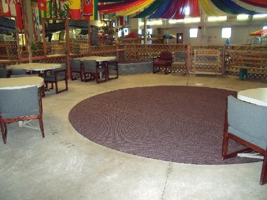 Days Inn ST. Louis Lindbergh Boulevard: bday party area next to pool & play ground