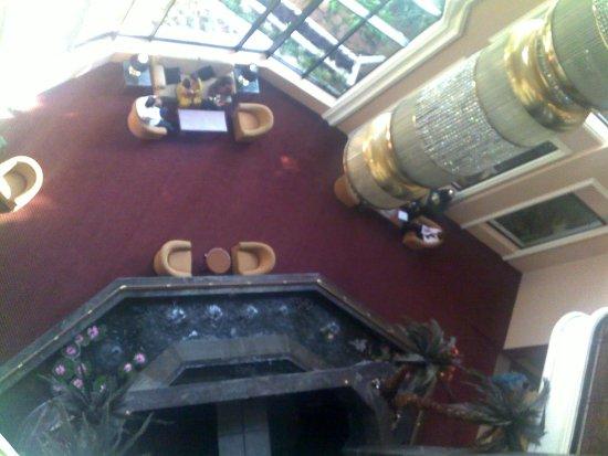 Crowne Plaza Chennai Adyar Park: Tower lobby