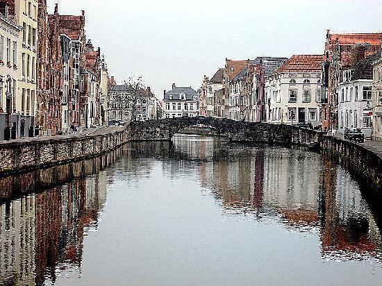 Bruges, Belgium: por los canales a las 7 hrs