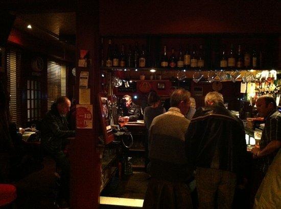 The Vaults Restaurant: bar