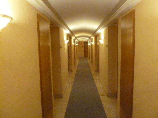 Hotel Sabina: Gang