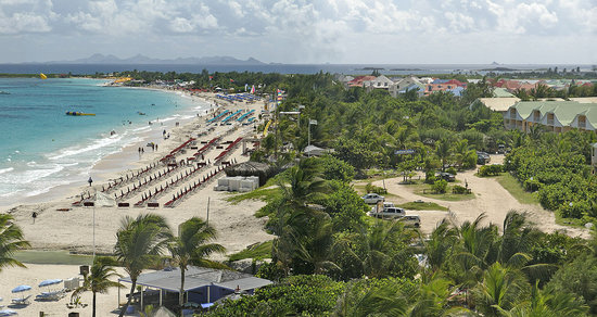 Blue Bay Beach Hotel : Orient Beach Panorama