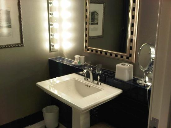 The Ashton Hotel: Elegant bathrooms