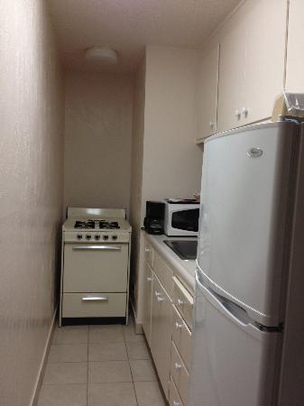 Rio Sands Hotel: galley kitchen