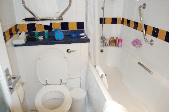 โรงแรมแลนแคสเตอร์เกท: Bathroom with the super high tub