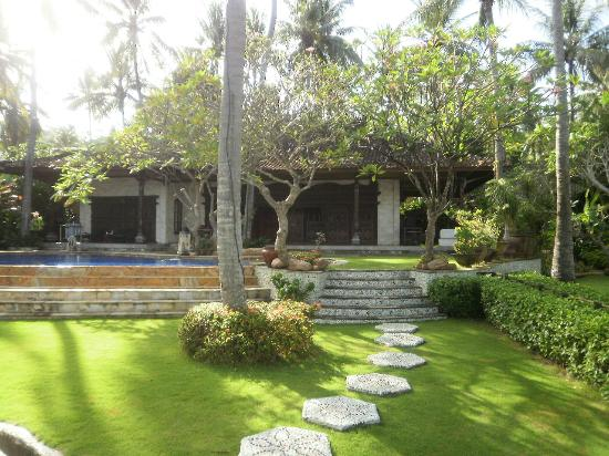 Alang-Alang Boutique Beach Hotel: big villa