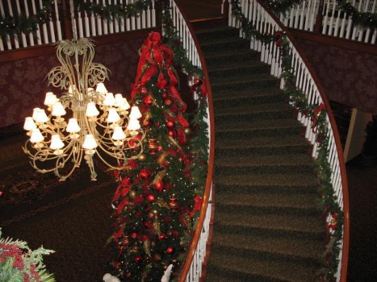 Sugarcreek, OH: grand stairway