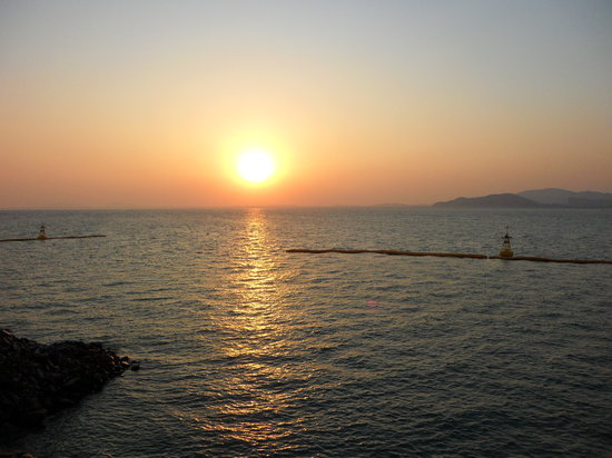 Incheon, Güney Kore: Sunset at Wolmido.