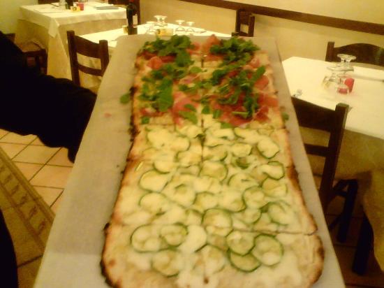 Il Divino: La nostra pizza al metro