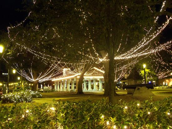 Peace and Plenty Inn : Nights of Lights in the Plaza