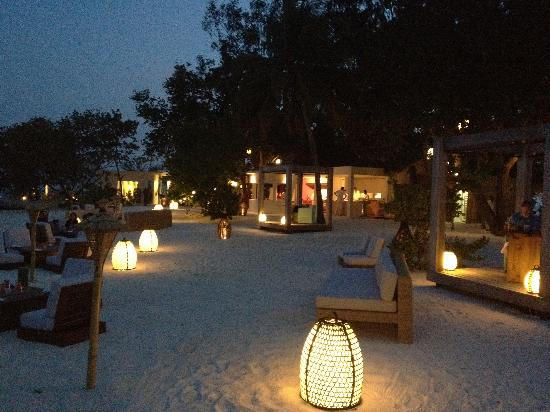 Jumeirah Vittaveli: Mu beach restaurant