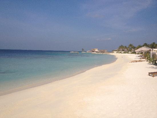 Jumeirah Vittaveli: Great clean beaches
