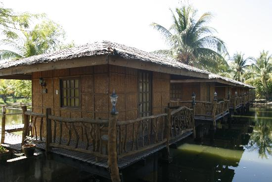 Lingayen, Filipina: The Bungalows