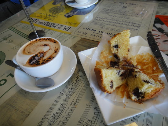 Mili Vinilli: Great coffee and delicious muffins!