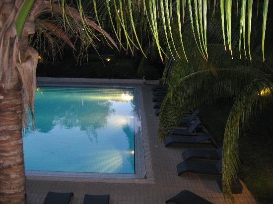 Alamanda Hôtel : piscine vue du balcon de la chambre