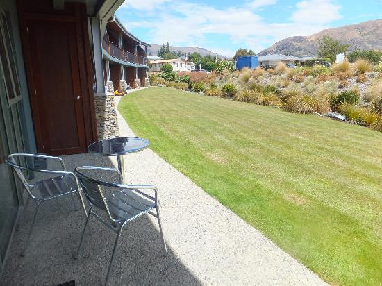 Clearbrook Motel Wanaka: Cleaebrook front garden