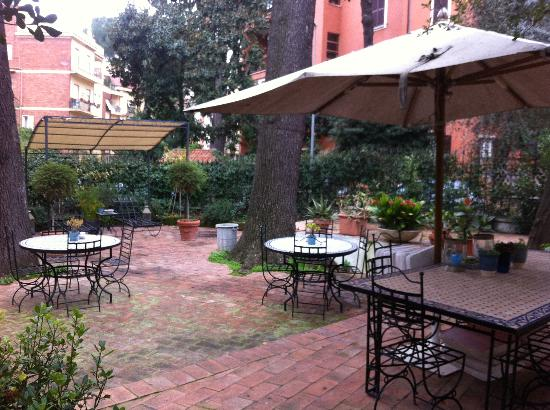 Hotel Villa Linneo: giardino