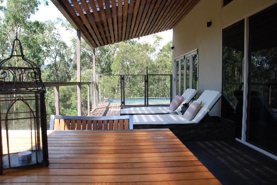 Wild Edge Retreat: Deck