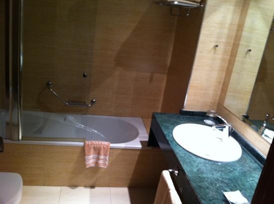 Senator Granada Spa Hotel: baño