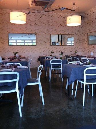 Magnolia Bar Suesa: comedor