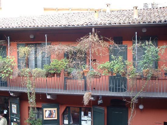 Barrio Navigli: case di ringhiera al n.4 di alzaia navigio grande
