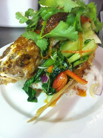 Global Bar & Cafe: crispy whole baby snapper YUM!!!