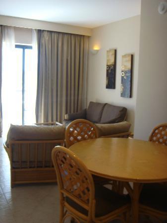 Marina Hotel Corinthia Beach Resort: Suite living room