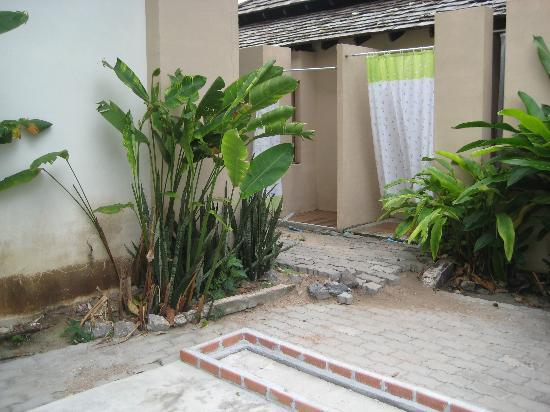 Seashell Resort Koh Tao: Dusche hinter dem Pool