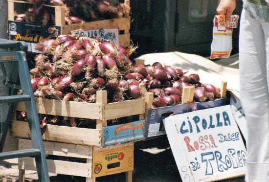 Villaggio Residence Il Poggio di Tropea: die Zwiebeln aus denen eine Marmelade gemacht wird