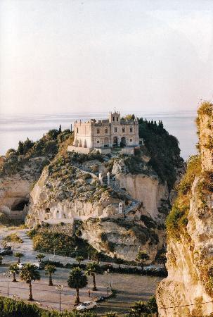 Villaggio Residence Il Poggio di Tropea: Mönchskloster von Tropes