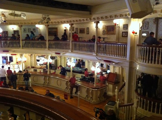 The Diamond Horseshoe: view of the inside of the restaurant