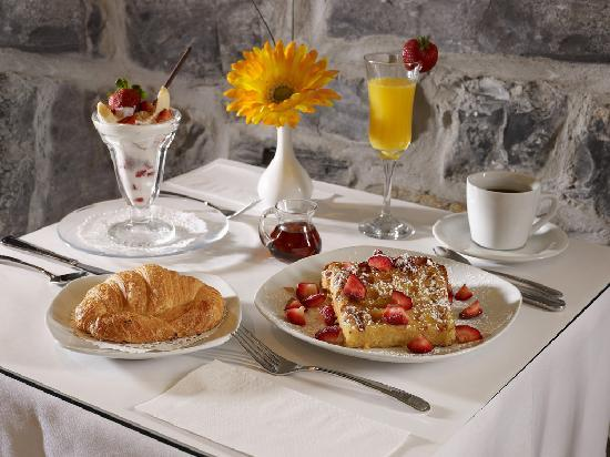 Hotel Le Clos Saint-Louis: Breakfast sample