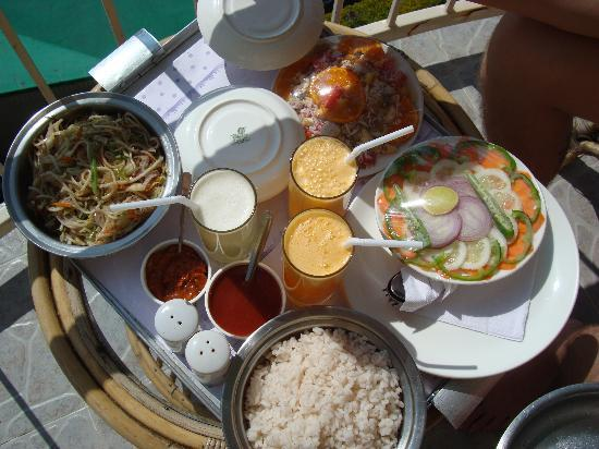 Deshadan Mountain Resorts: ужин в номере на балконе