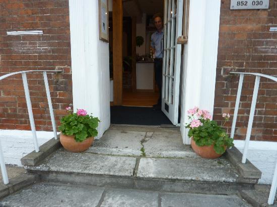 Rooms at no Three, Chameleon House : restaurant entrance