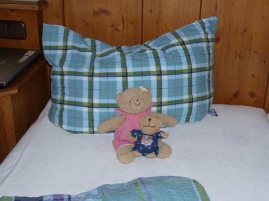 Familotel Krone: liebevoll gemachtes Bett