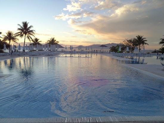 Club Med Rio Das Pedras: Amanhecer na Piscina