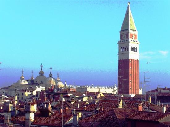 Palace Bonvecchiati: Glockenturm vom Markosplatz, aus den Hotelzimmer