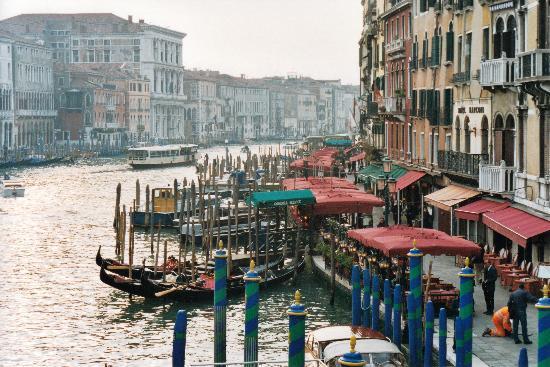 Palace Bonvecchiati: von der Rialto-Brücke
