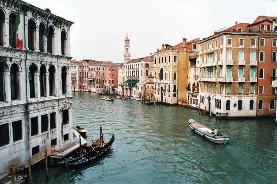 Palace Bonvecchiati: auch von der Rialtobrücke