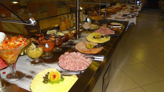 San Juan Eco Hotel: salón comedor a la hora del desayuno...