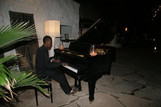 Barracuda Inn : Il pianista all'ora di cena