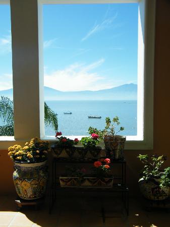 Lake Chapala Inn: vue du salon