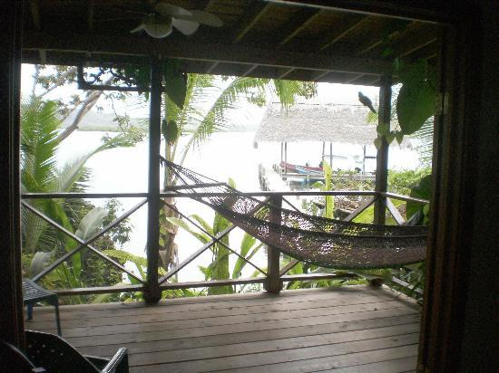 Isla Solarte, ปานามา: Covered porch of suite
