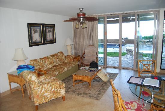 Nohonani Condos: Living area #100