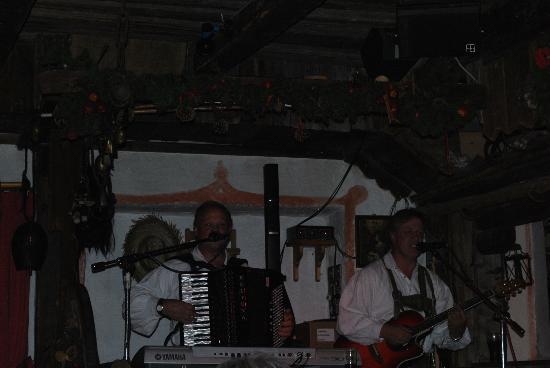 Hotel Sonnenhof - St Vigil in Enneberg, Dolomiten: Serata di musica nella stube con Angelo