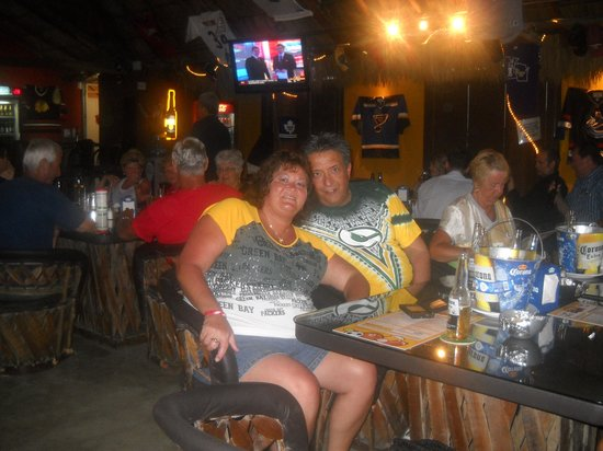 Chasers Sports Bar : Packer Fans in Paradise